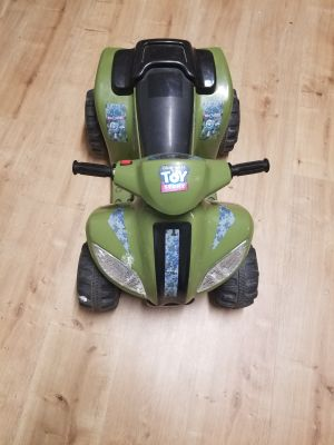Ride on 6 V battery operated vehicle