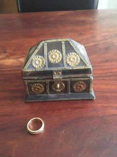 Small wood trinket box