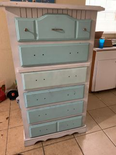 **MUST GO** Solid wood dresser