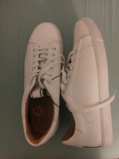 Tommy hilfiger white leather shoes size 10