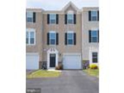 Three BR, 2.5 BA Townhome in Windlestrae Community