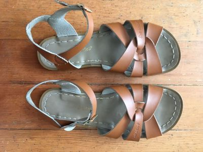 Original Salt Water sandals - tan, size 9