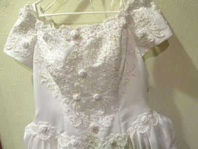 LADY ELEANOR WHITE ROSES & PEARLS WEDDING GOWN SZ 18