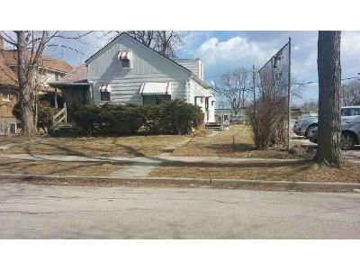 3 Bed 2 Bath Foreclosure Property in Milwaukee, WI 53209 - N 39th St