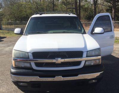 2005 Chevrolet Avalanche 1500 LS (White)
