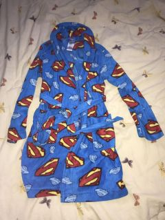 Boys size small (6/7) Superman robe (wore once) like new ((Paid $34))