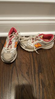 New balance girls tennis shoes for sale - size 13