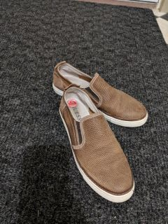Size 10 Guess Loafers