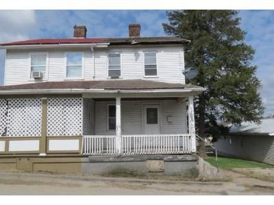 2 Bed 1 Bath Foreclosure Property in Uniontown, PA 15401 - Peary St