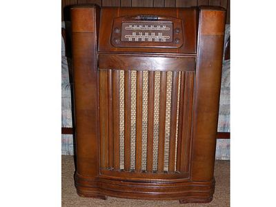 FLOOR MODEL RADIO PHILCO, MADE IN 1946, ...