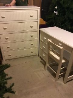 WHITE CHEST AND DESK/CHAIR....EXCELLENT CONDITION....MORTON PICKUP