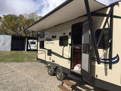 2015 Coachmen Freedom Express Ultra-Lite 257 BHS Travel Trailer