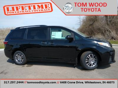 2019 Toyota Sienna (Midnight Black Metallic)