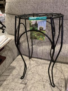 METAL PLANT STAND. CP