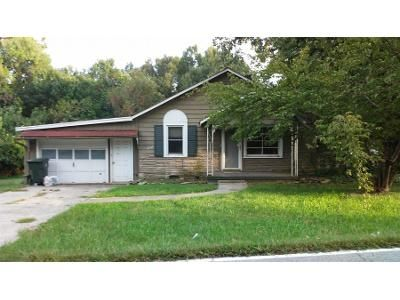 2 Bed 1 Bath Preforeclosure Property in Thomasville, NC 27360 - W Holly Hill Rd