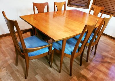 Broyhill Sculptra Dining Table + Chairs + Leaf