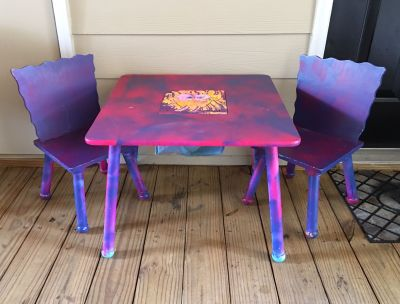 Table with chairs & toy storage in the center