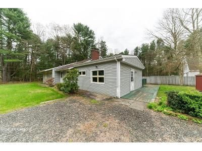 3 Bed 1 Bath Foreclosure Property in Moodus, CT 06469 - Pine Tree Rd