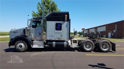 2006 Kenworth T800 Raised Roof Sleeper