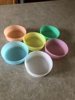 Tupperware small bowls more like snack cup size no lids
