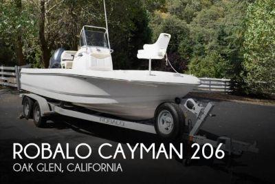 2015 Robalo Cayman 206