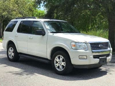 2010 Ford Explorer XLT (White)