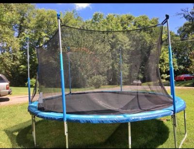 14 Ft Trampoline with Enclosure