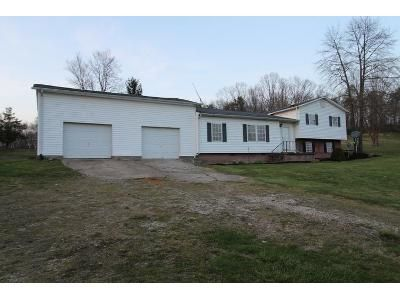 3 Bed 2.5 Bath Foreclosure Property in Walker, WV 26180 - Staunton Tpke