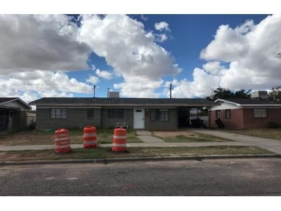 3 Bed 1.5 Bath Preforeclosure Property in El Paso, TX 79924 - Montgomery Dr