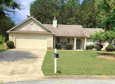 """2600 Yorkwood Rd WINDER Three BR, Own the cul-de-sac"""" Great room"""