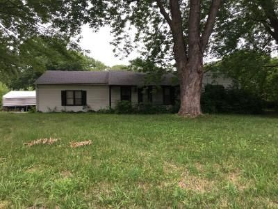 3 Bed 2 Bath Preforeclosure Property in Kansas City, MO 64134 - Blue Ridge Blvd