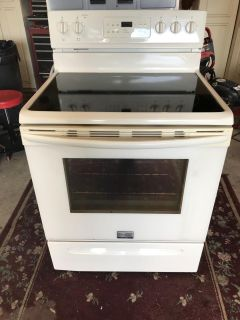 Frigidaire electric range with self cleaning oven