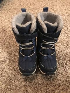 Carter s size 9 toddler winter boots