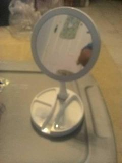 Fold away double sided light up mirror