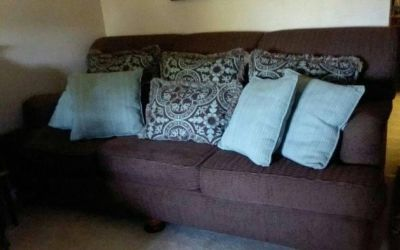(OVER-SIZED) BROWN COUCH & 8 THROW PILLOWS......EXCELLENT CONDITION
