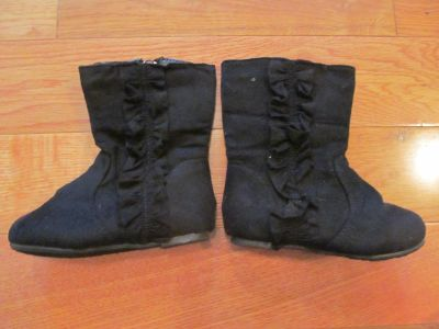 Size 5 toddler black boots with ruffle VGUC