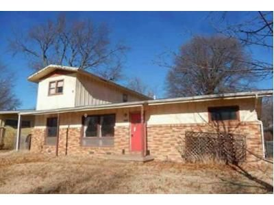 4 Bed 2 Bath Foreclosure Property in Derby, KS 67037 - E Lincoln St