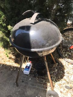 Free! Grill with new (used once) rack inside