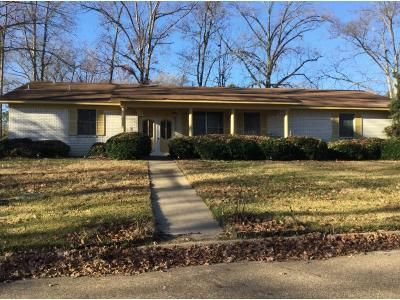 2 Bath Preforeclosure Property in Longview, TX 75602 - Wylie Dr
