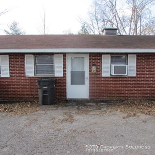 2 BD/ 1 BA apartment located near Perryville School.