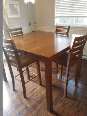 Dinning room set, hard wood extensible