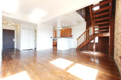 Rarely Available 2bd/1.5bth Duplex-UP in Heart of Lincoln Park + Central HVAC, Exposed Brick, BIG Bedrooms