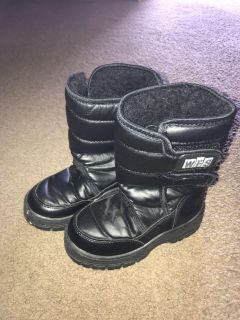 Toddler size 10 snow boots