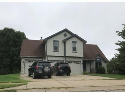 3 Bed 2.0 Bath Preforeclosure Property in Smithville, MO 64089 - Amesbury Dr