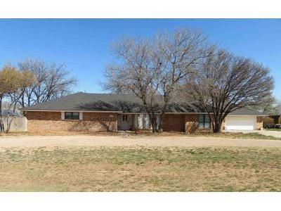 4 Bed 3.5 Bath Foreclosure Property in Plains, TX 79355 - 12th St