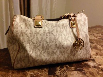 Authentic Michael Kors purse excellent condition