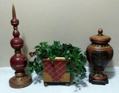 (LARGE) MATCHING DECORATIVE ACCENTS.....EXCELLENT CONDITION
