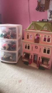 Dollhouse with 3 draw storage tote of accessories