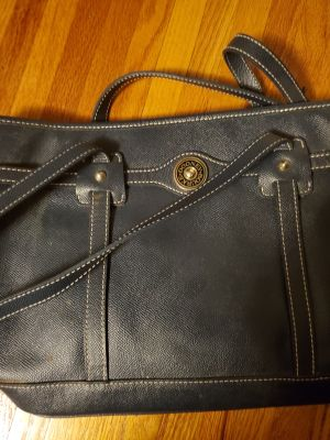 Dooney & Bourke navy blue purse, hardly used before zipper broke.