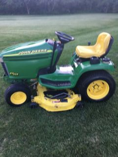 1 Owner John Deere GT235 tractor 18 HP. V TWIN MOTOR RUNS GREAT, MANUAL INCLUDED